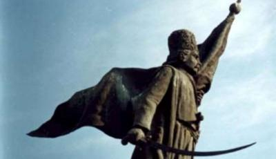 Statuia Tudor Vladimirescu din Targu-Jiu
