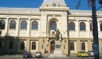 Statuia lui Mihail Kogalniceanu