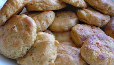 Chiftelute de cartofi cu telemea