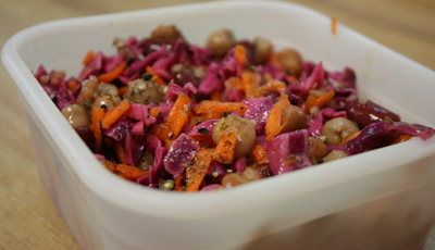 Salata de varza acra cu mere si morcovi
