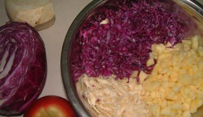 Salata picanta de varza rosie