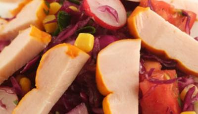 Salata de varza rosie cu pastrama de pui