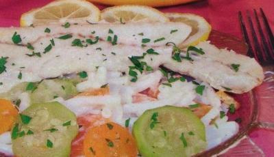 Cod cu macaroane si legume