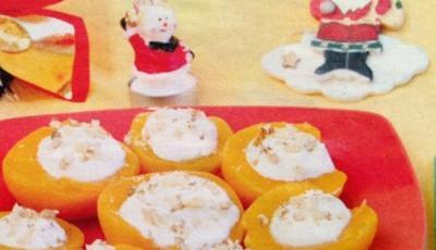 Piersici umplute cu crema de branza