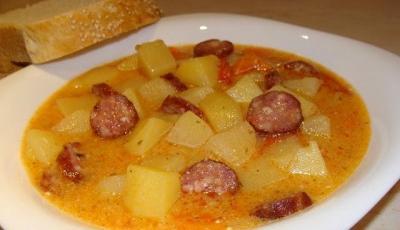 Supa de cartofi cu carnati