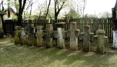 Ansamblul de cruci de piatra din Sapunari