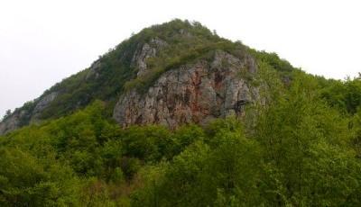 Cetatea dacica Piatra Rosie Luncani