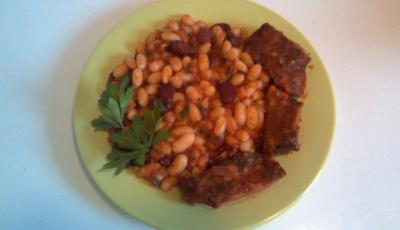 Jambon de porc cu iahnie de fasole